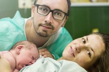 Annoncer la naissance de son bébé en créant son espace de photos privées