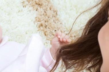 Les premiers sourires de bébé : partagez-les en famille dans votre blog bébé