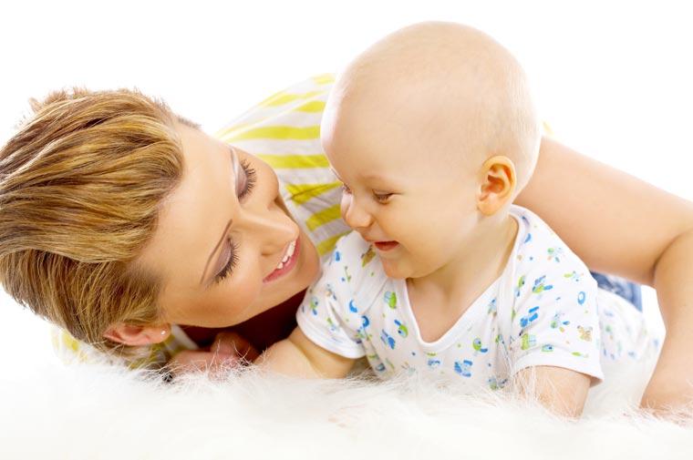 Votre bébé avance à pas de géant ! C'est le moment de filmer et faire des photos et les partager avec vos proches