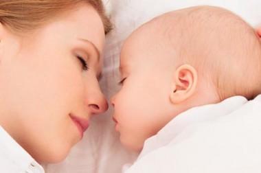 Cododo bébé ou dormir avec son bébé : avantages et inconvénients du co-sleeping