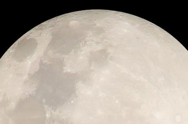 Bébé agité pendant la pleine lune, il va falloir vous y faire !